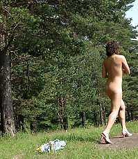 Girlie stops her car in woods to take a quick leak